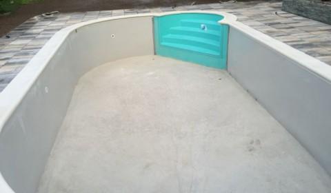 Pool mit betonierter Bodenplatte